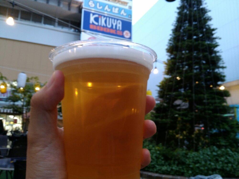 タピオカみたいにビールを撮る独りビアガーデン