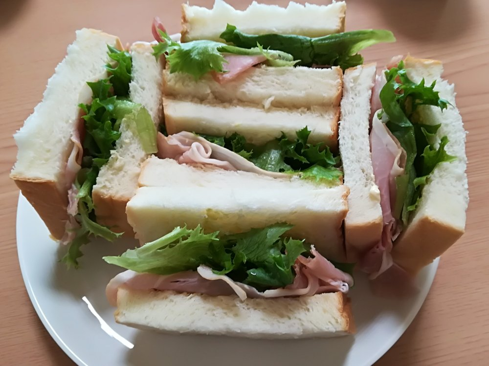 乃が美の食パンでサンドイッチ
