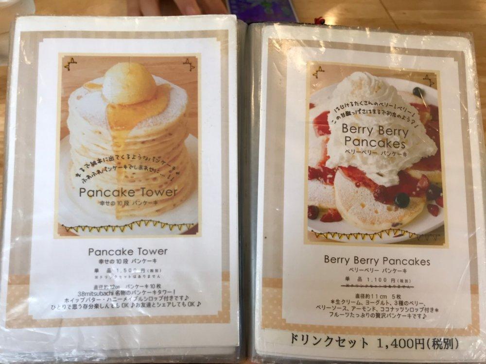 幸せの10段パンケーキとベリーベリーパンケーキ