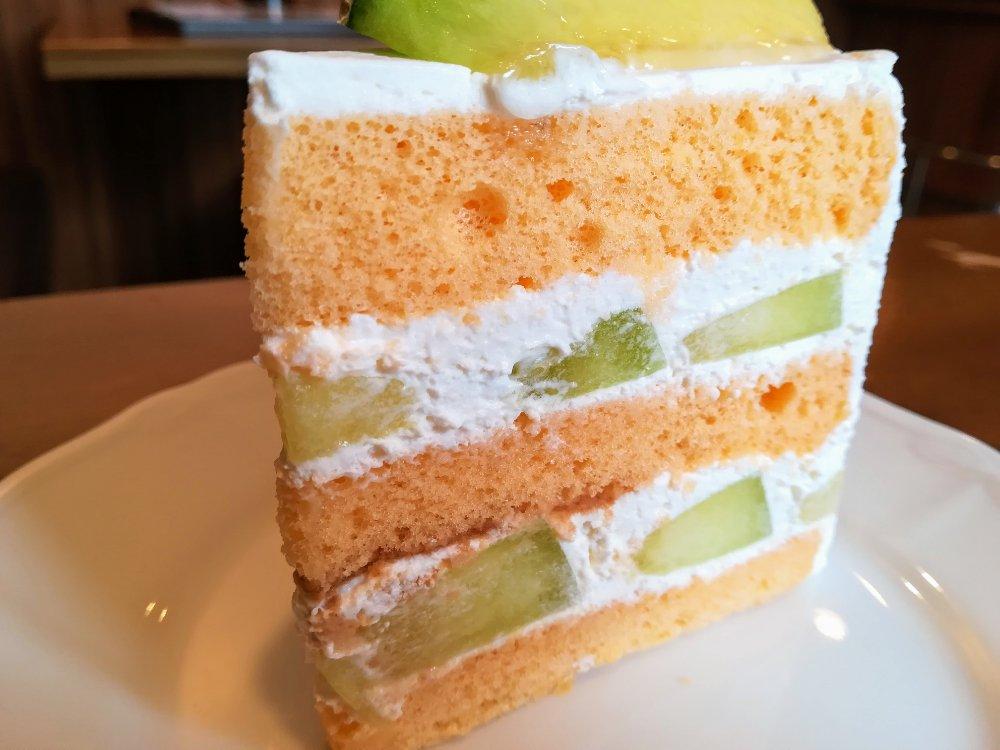 メロンたっぷりのケーキ