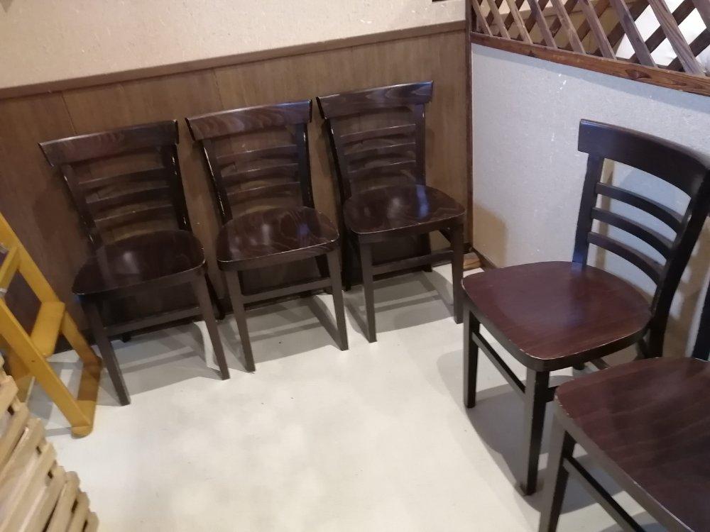麺王道勝の待合室