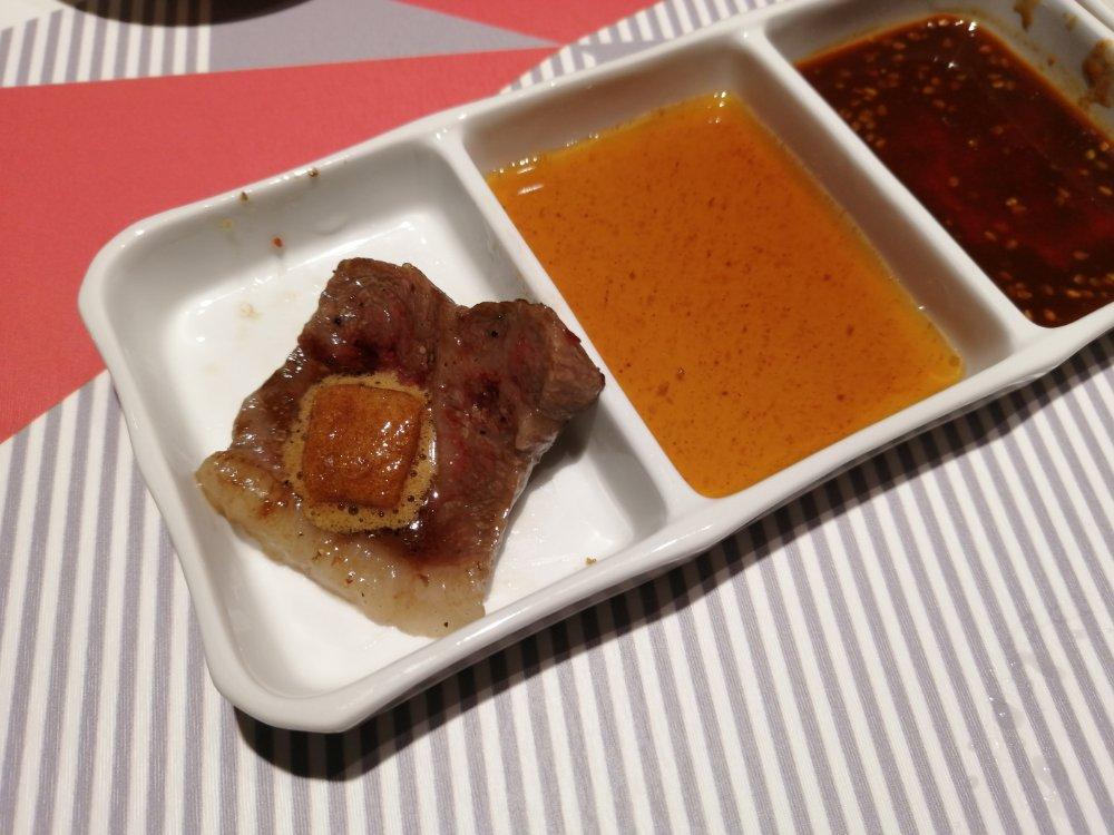 泡醤油で食べる和牛ランイチ肉