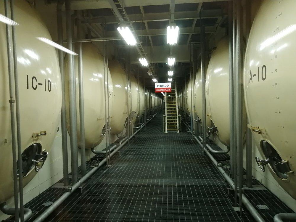 工場内の貯蔵タンク