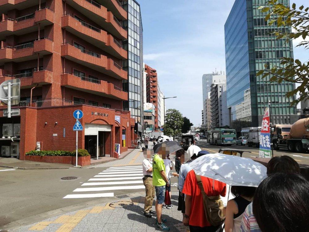 考えた人すごいわ仙台店のオープン前行列