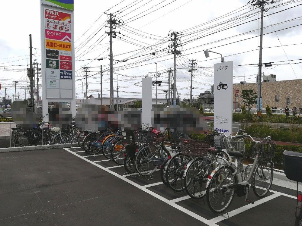 フレスポ富沢の駐輪場(駐車場)