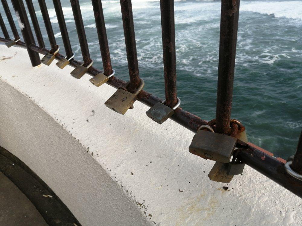 潮見台にかけられた鍵