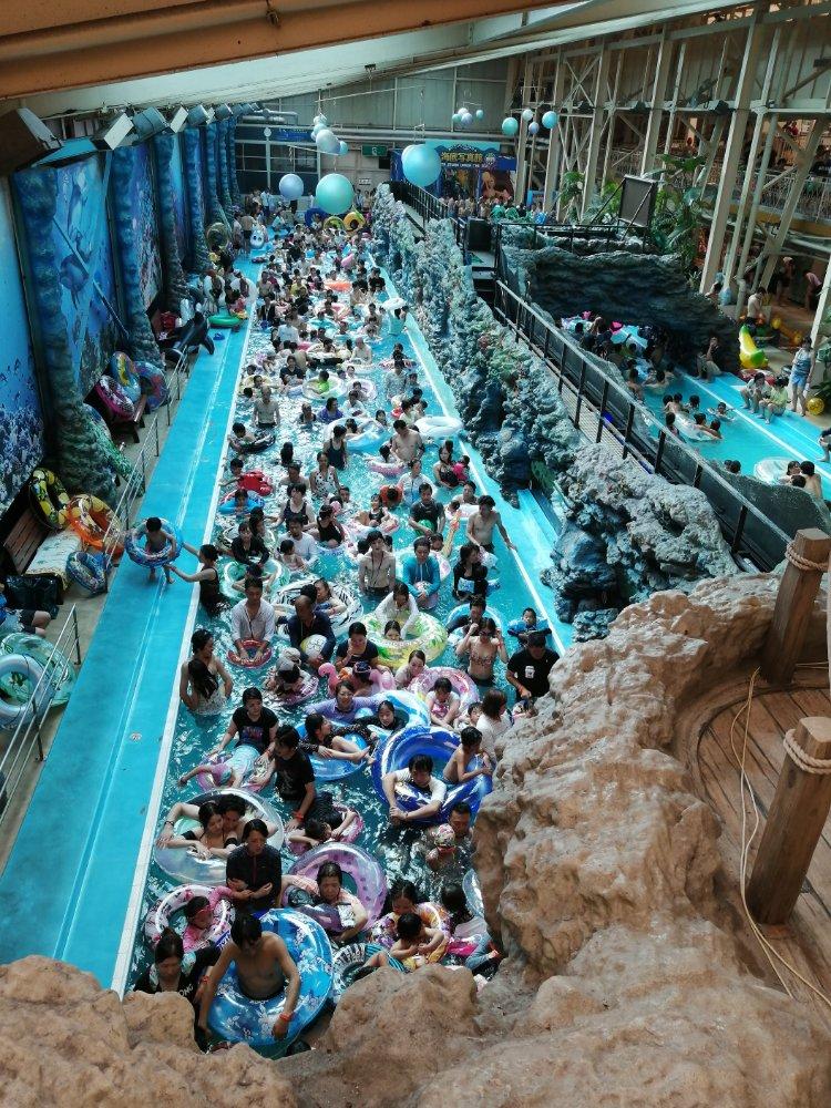 大混雑のハワイアンズ 流れるプール