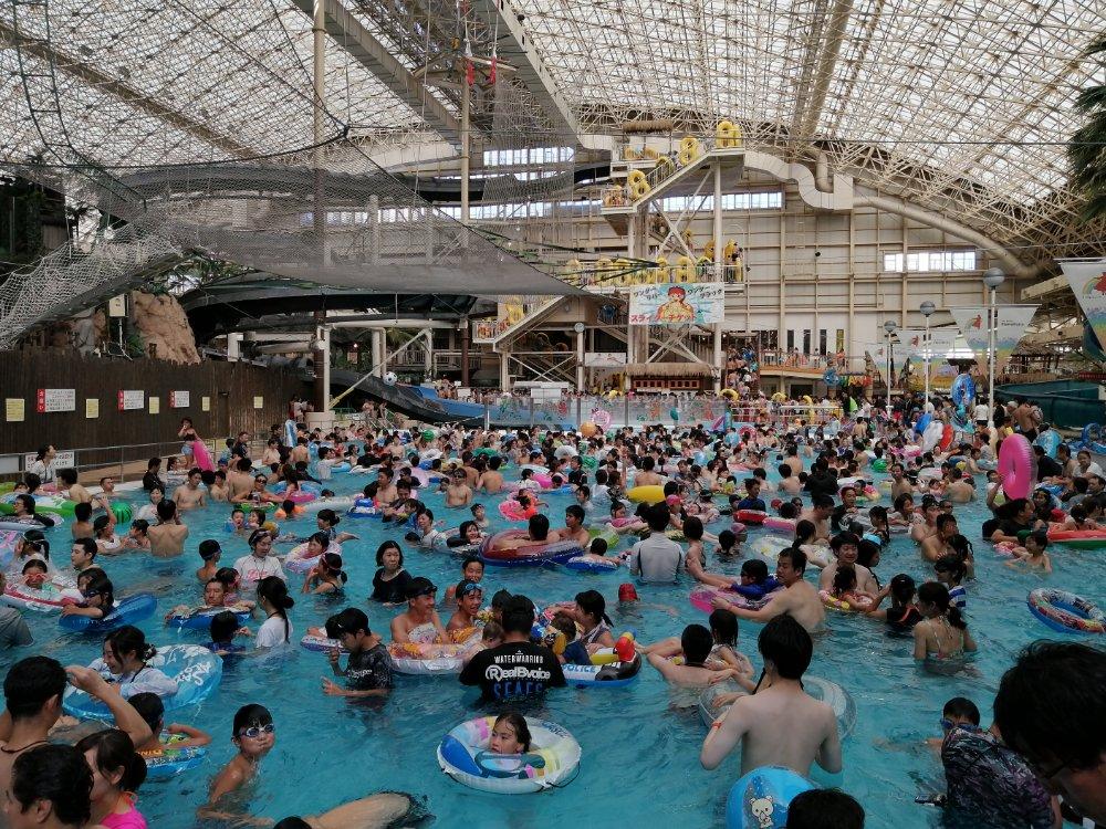 ハワイアンズの大プール