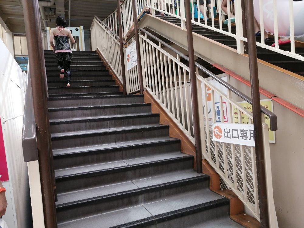 出口専用階段