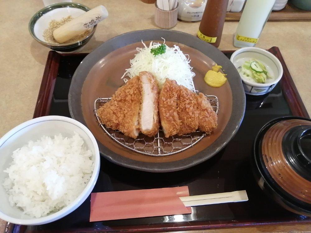 かつ波奈 柳生店のロースカツ定食(中)