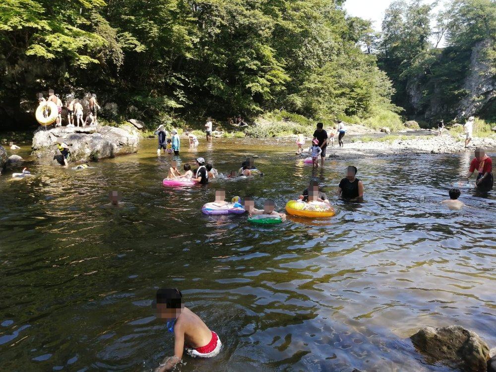 秋保木の家の川