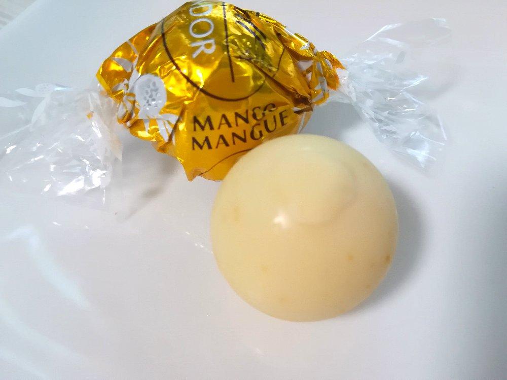 リンツのリンドール マンゴー&クリーム