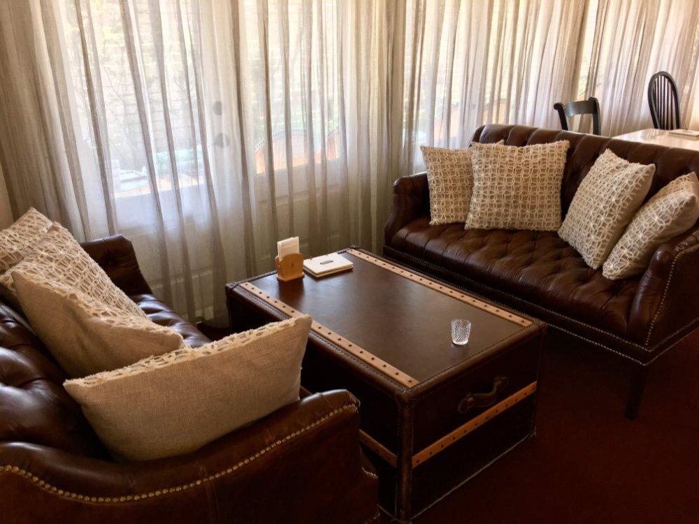 ハナミズキカフェのソファ席