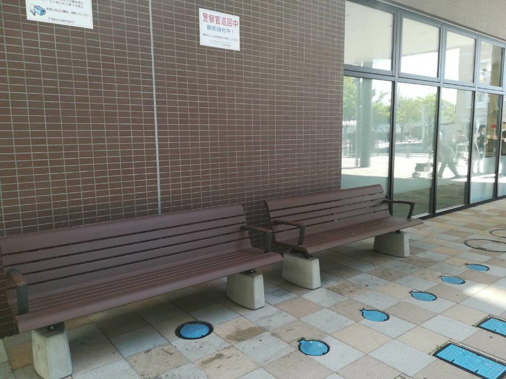 共用スペースのベンチ