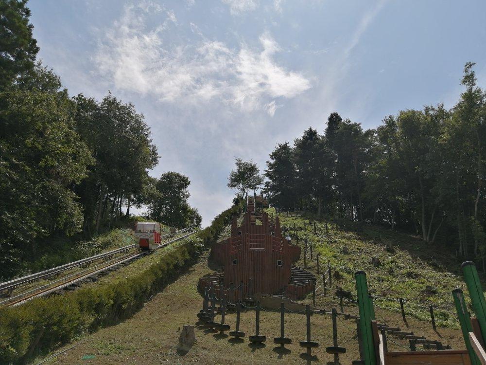 登山電車とアスレチックコース