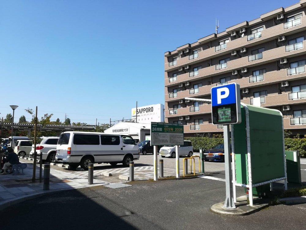 名取駅東口の駐車場