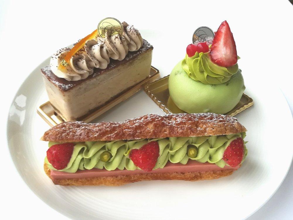 セルノー・ドゥ・ノアのケーキとエクレア