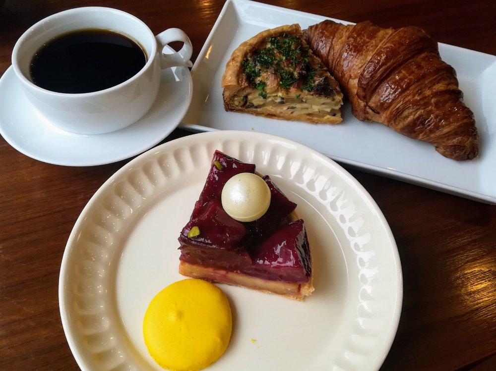 セルノー・ドゥ・ノアのパンとケーキでランチ