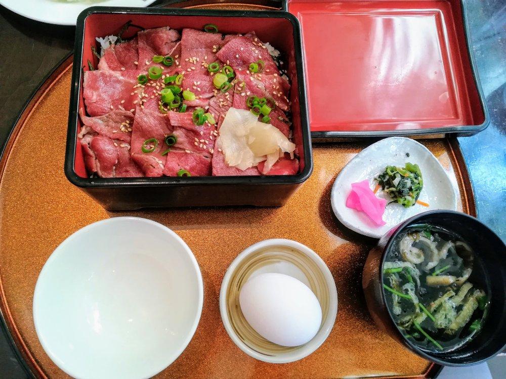 鉄板ダイニング譽(タカ)の仙台牛すき焼き重
