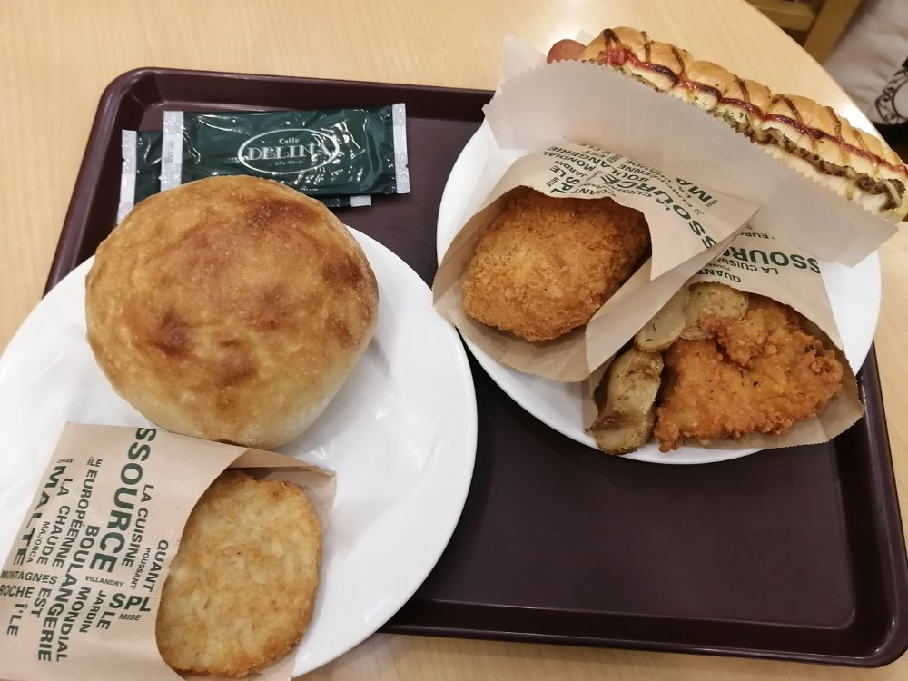 ベーカリーカフェ デリーナ仙台駅店のから揚げやマッシュポテト