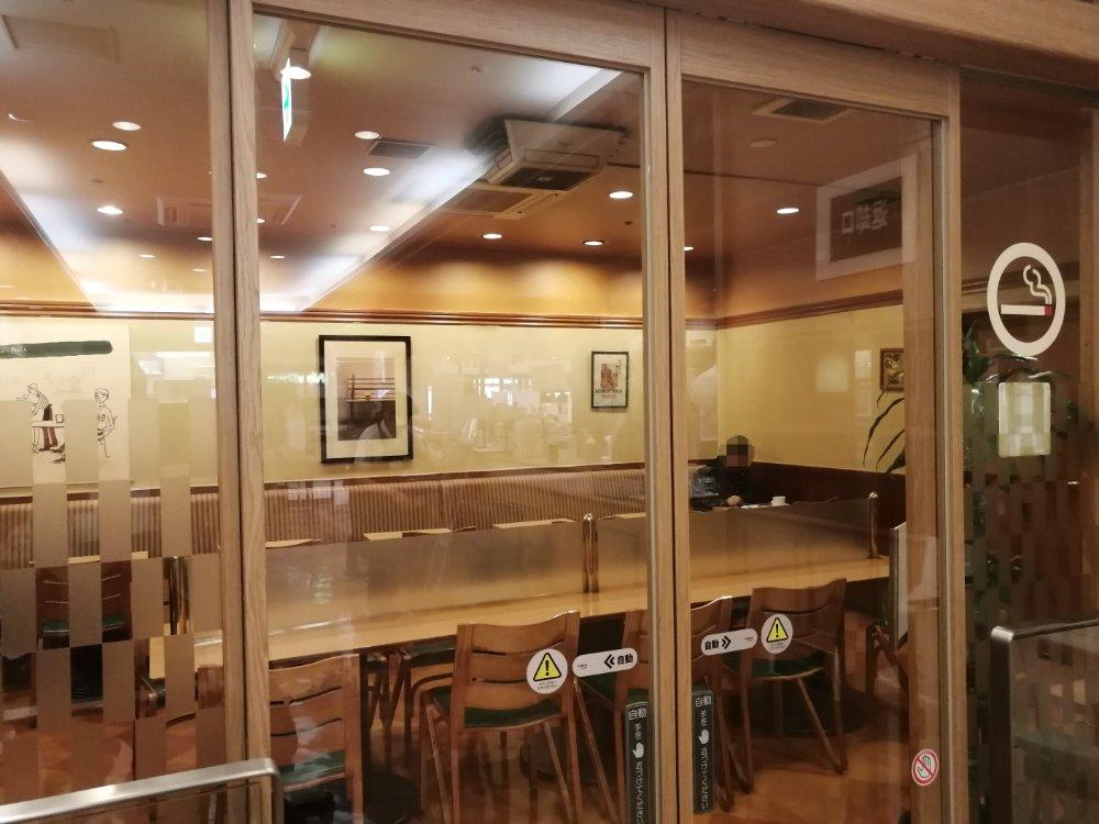 ベーカリーカフェ デリーナ仙台駅店の喫煙席
