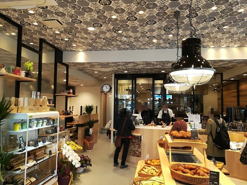 ザモストベーカリー&コーヒー仙台東口店の店内