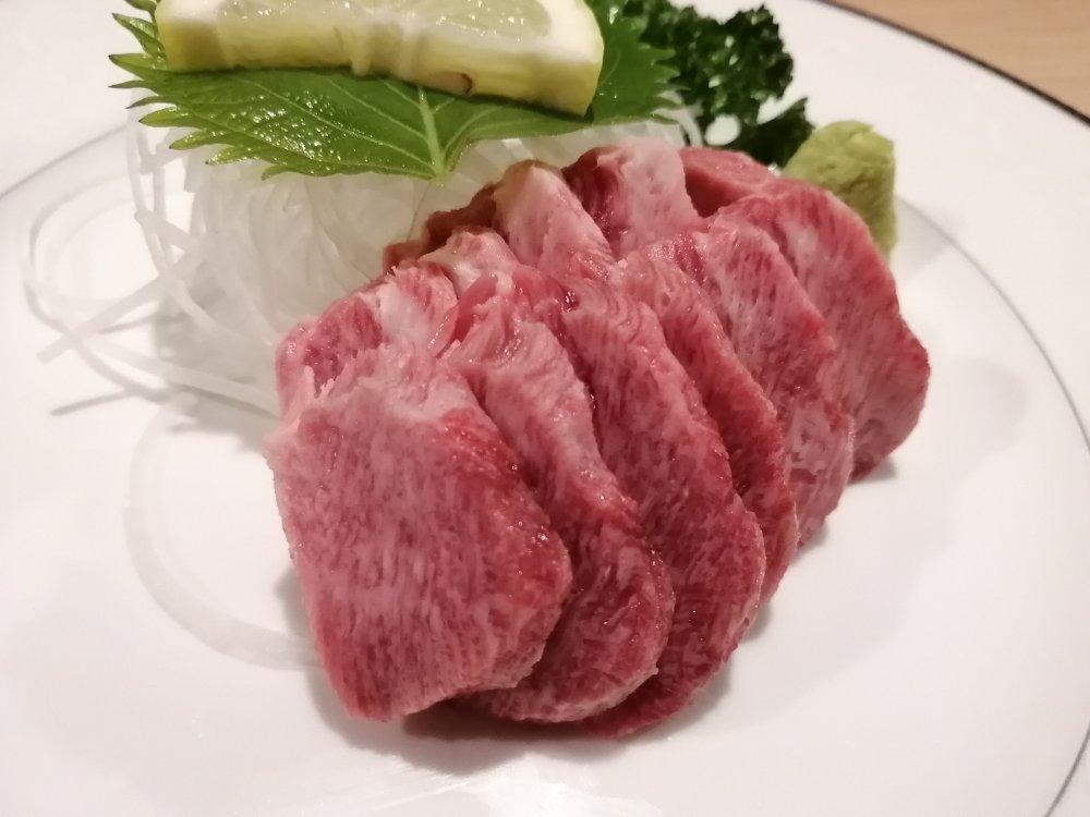 牛たん料理 閣のタン刺身