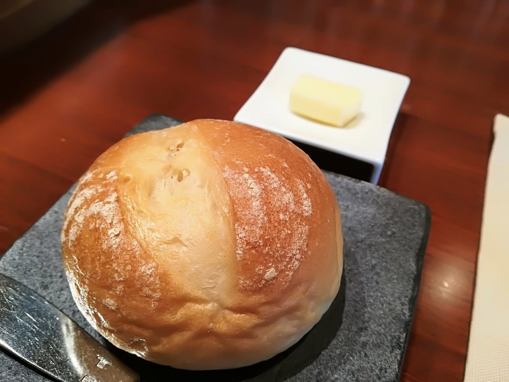 レストランタクの丸パン