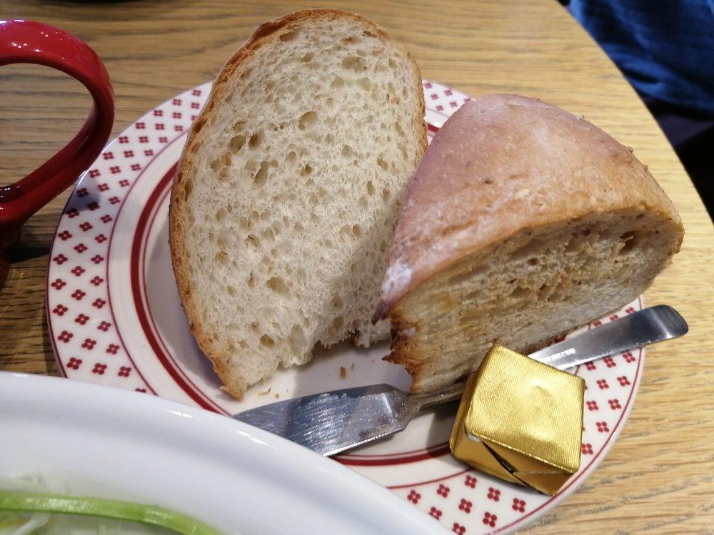 ハチの丸食パン