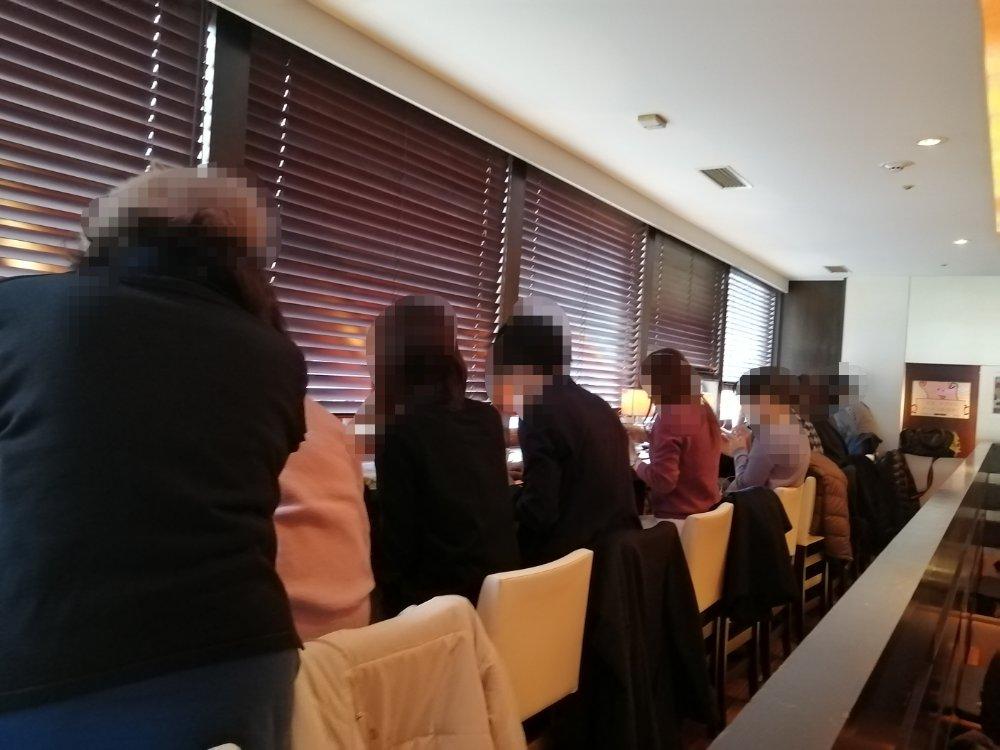 プロント 仙台青葉通り店のカウンター席