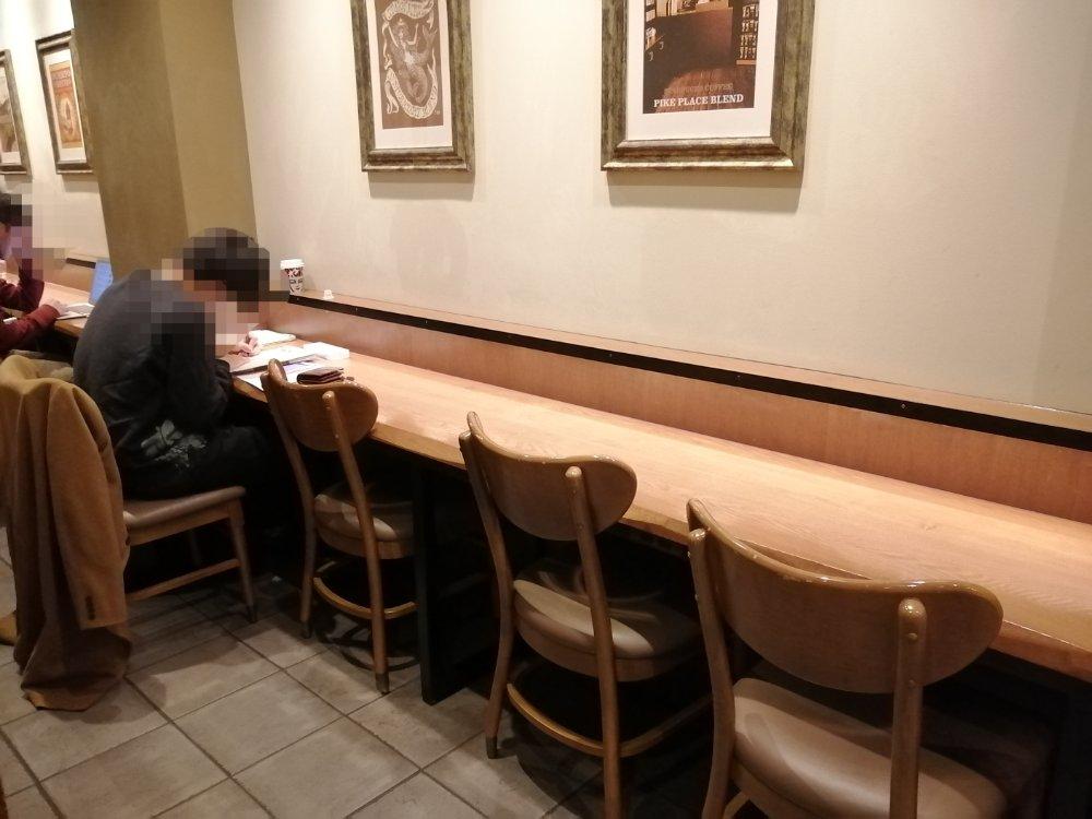 スターバックス クリスロード店のカウンター席