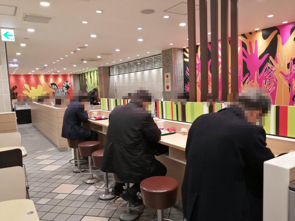 マクドナルド 仙台中央通り店のカウンター席