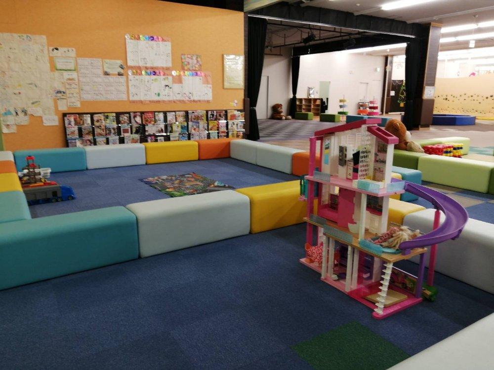 小さい子供の遊び場