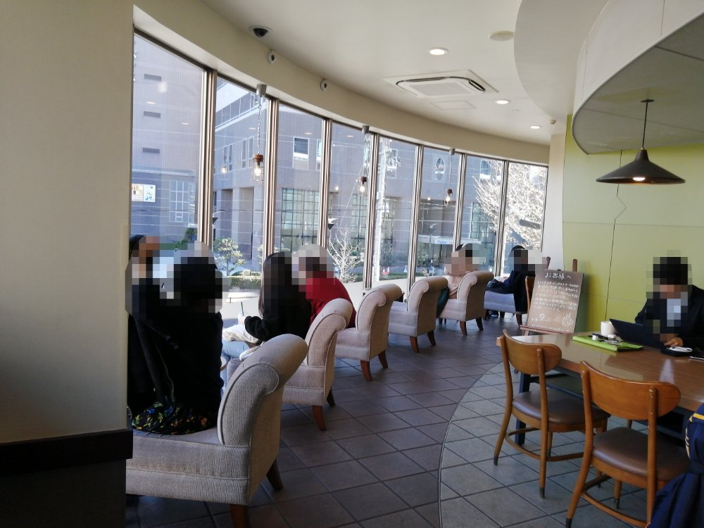 スターバックス仙台駅東口のテーブル席