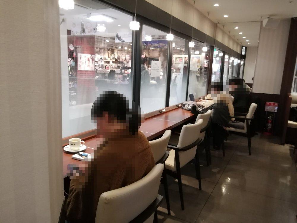 ドトール仙台イービーンズ店のカウンター席