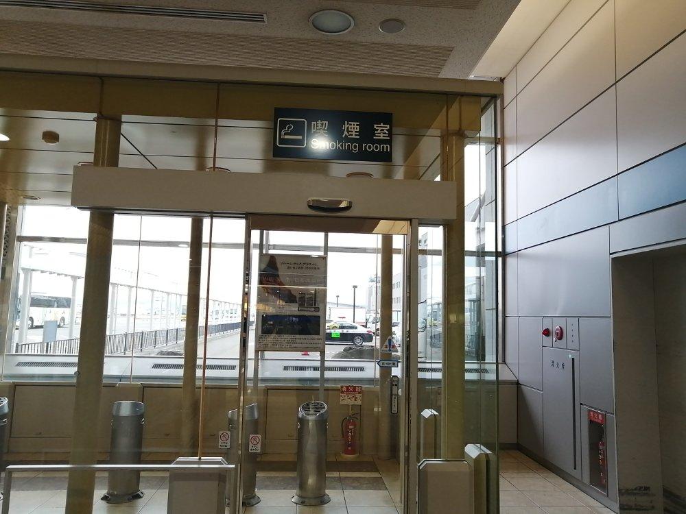 仙台空港の喫煙室