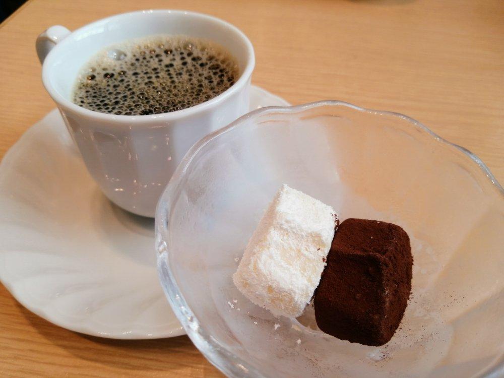 生チョコアイスとコーヒー