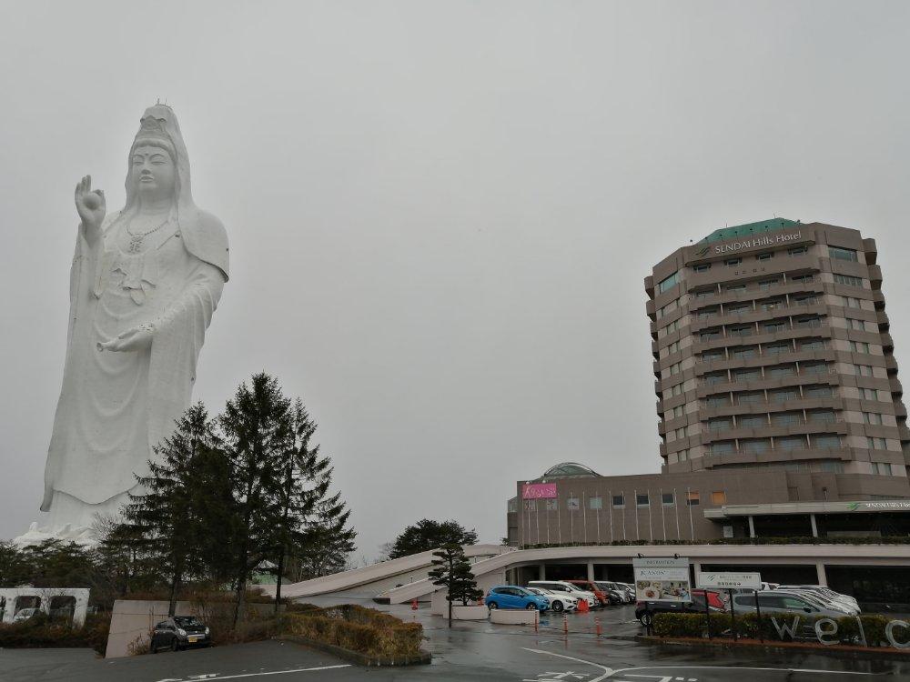 仙台大観音と仙台ヒルズホテル