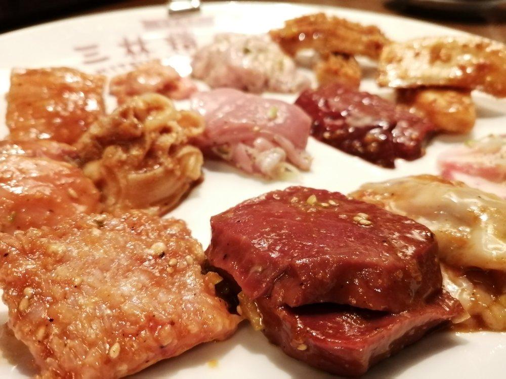 三林精肉店の美味しそうなホルモン