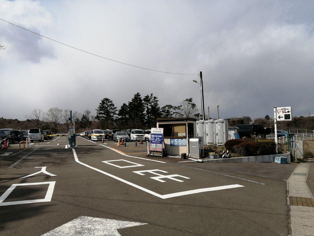 八木山ベニーランドの駐車場