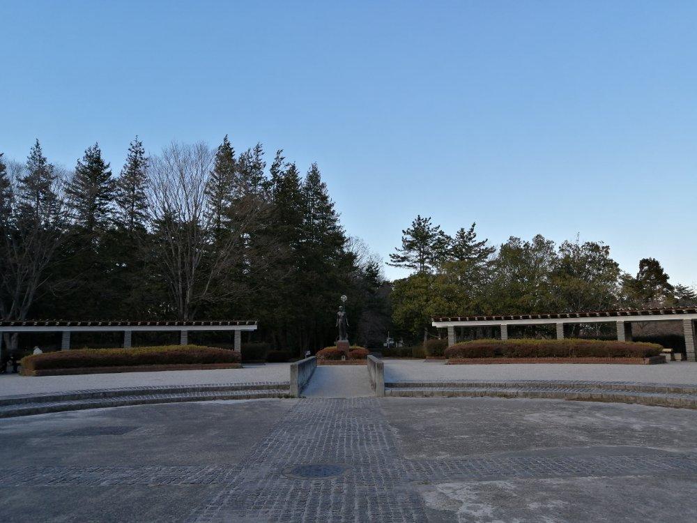 台原側の広場