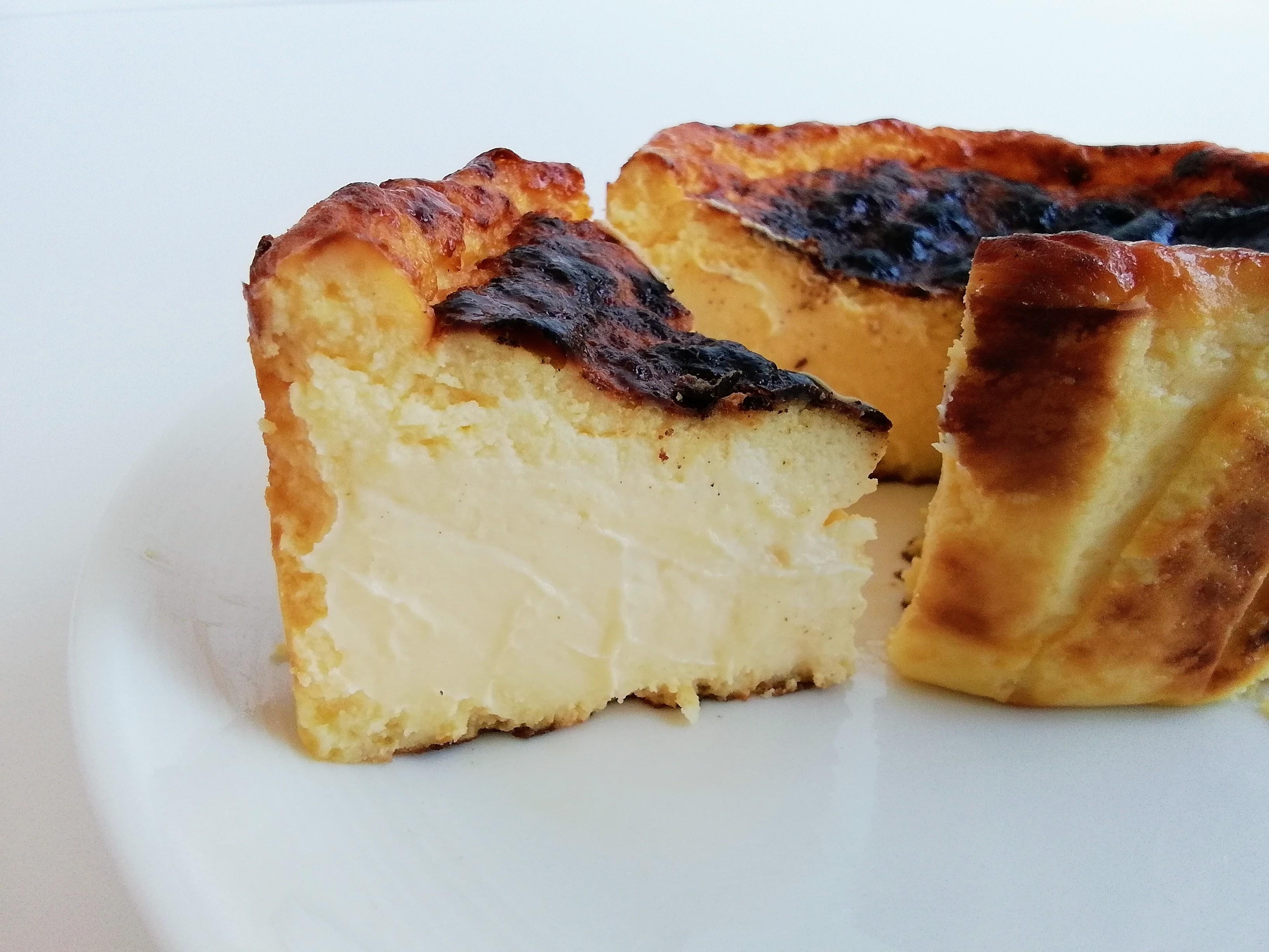 カズノリイケダのバスクチーズケーキ カット