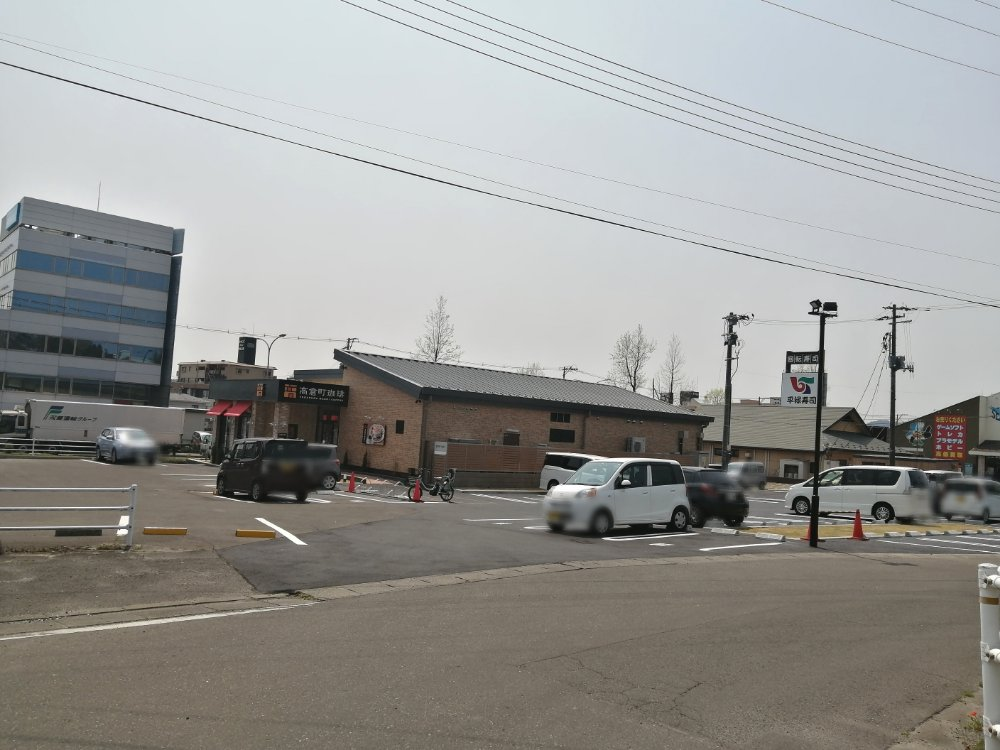 駐車場と裏口