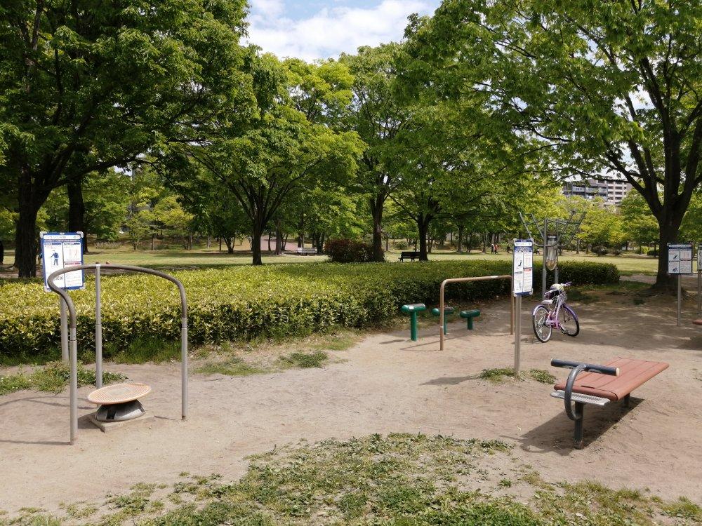 七北田公園のアスレチック健康器具