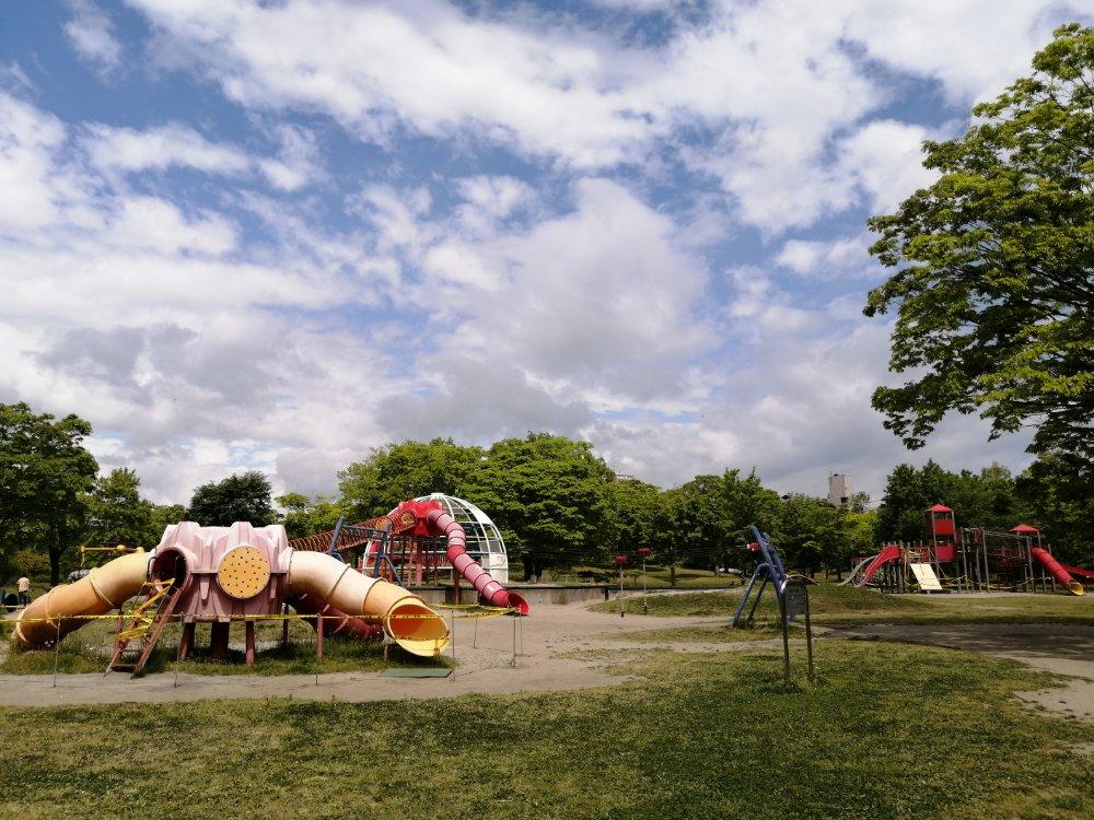 七北田公園の大型遊具