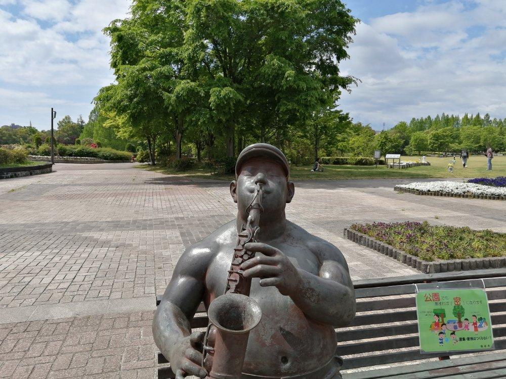 七北田公園のサクソフォーンを吹くおじさん