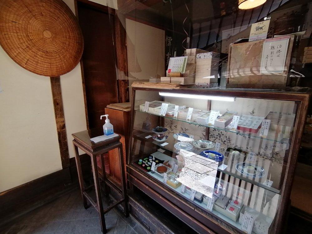 賣茶翁の店内