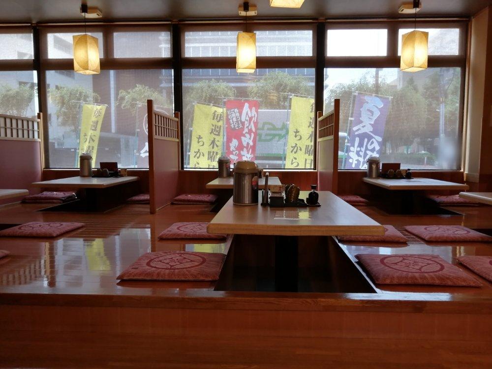 力寿司の掘りごたつ席