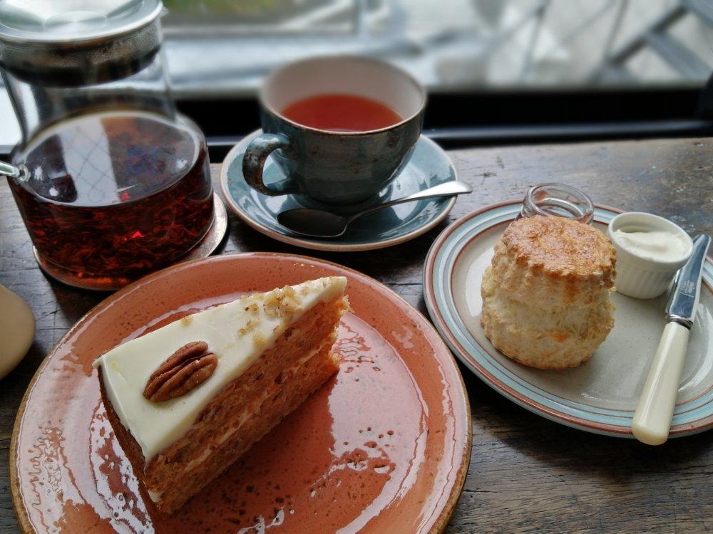 ノースフィールズのキャロットケーキとスコーン