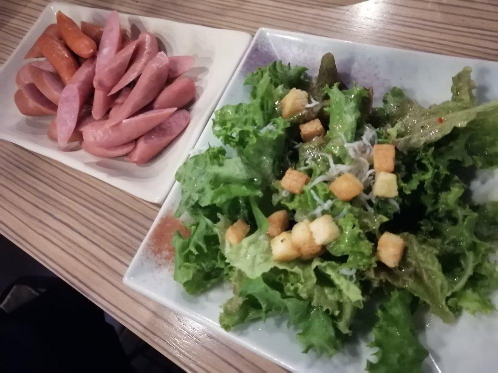 サラダとウインナー